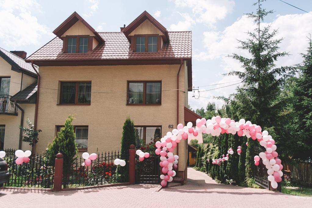 dom panny młodej przystrojony balonami