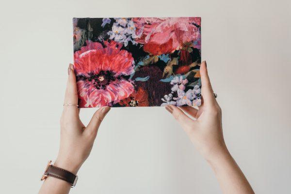 tradycyjny album fotograficzny zdjęcia wklejane